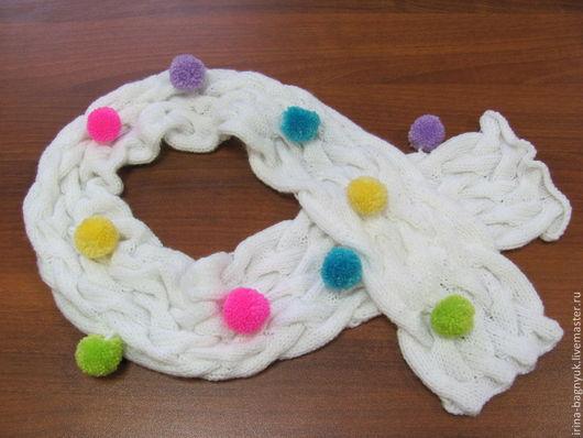 Шапки и шарфы ручной работы. Ярмарка Мастеров - ручная работа. Купить Шарфик детский вязаный спицами Веселый помпон. Handmade.