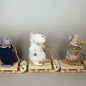 Куклы и игрушки ручной работы. Ярмарка Мастеров - ручная работа новогодние Овечьи катания на санках 2015 Овечка игрушка. Handmade.