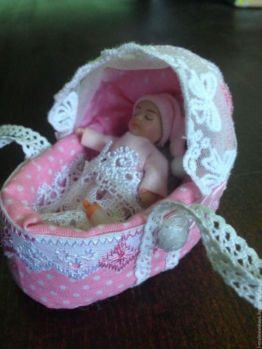 Куклы и игрушки ручной работы. Ярмарка Мастеров - ручная работа. Купить Миниатюра Люлька-переноска для кукол. Handmade. Миниатюра для кукол