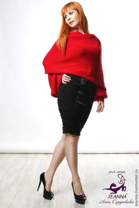Дизайнер Анна Сердюкова (Дом Моды SEANNA).  Безразмерный шарф-свитер, шарф с рукавами подходит на любую фигуру. Вязаный из шерсти с шёлком. Ярко-красного цвета. Цена - 5900 руб.