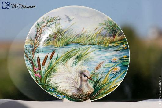Фарфоровая тарелка `Белая птица с большими крыльями и Божий мир` Художник - Юлия Красная  Тарелочка расписана Юлией в 2015 году