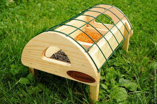 Наземная кормушка для птиц `Газонная`