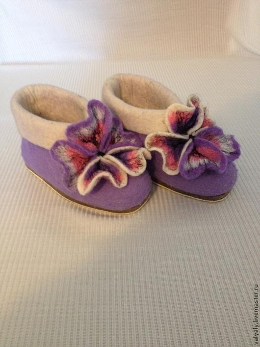 """Обувь ручной работы. Ярмарка Мастеров - ручная работа. Купить Домашние валяные валеночки """"Анютины глазки"""" сделаю на заказ. Handmade."""