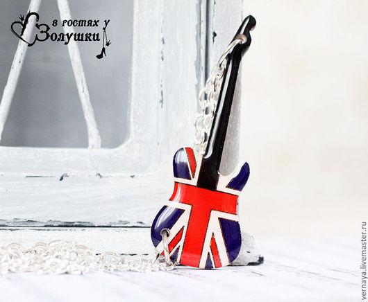 """Кулоны, подвески ручной работы. Ярмарка Мастеров - ручная работа. Купить Кулон на цепочке """"Британский флаг в виде гитары"""". Handmade."""