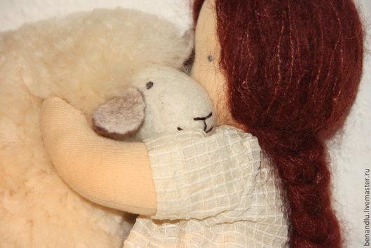 Вальдорфская игрушка ручной работы. Ярмарка Мастеров - ручная работа. Купить Девочка с овечкой. Вальдорфская игрушка. Handmade. Вальдорфская кукла