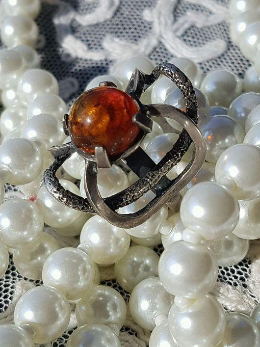 Винтажные украшения. Ярмарка Мастеров - ручная работа. Купить Лаконичное старинное серебряное кольцо с янтарем. Handmade. Оранжевый, старинный