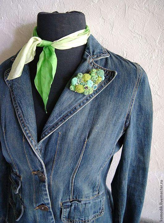 зеленая текстильная брошка с агатом