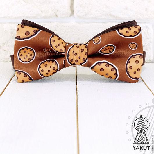Галстуки, бабочки ручной работы. Ярмарка Мастеров - ручная работа. Купить Галстук бабочка Печеньки на коричневом / бабочка-галстук коричневая. Handmade.