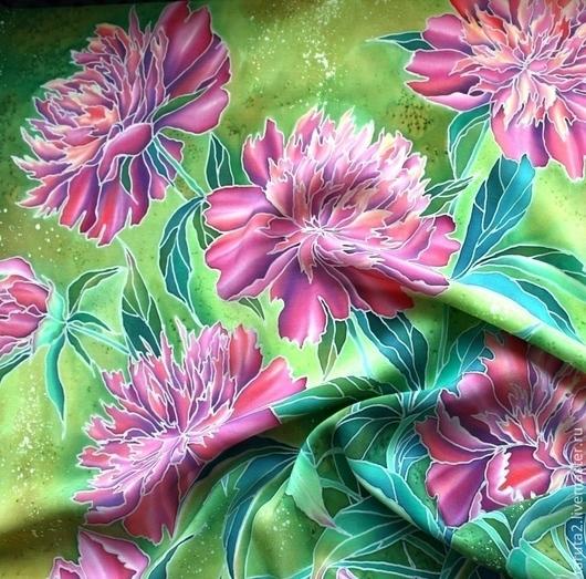 Шелковый платок `Пионовый сад` (фрагмент росписи)