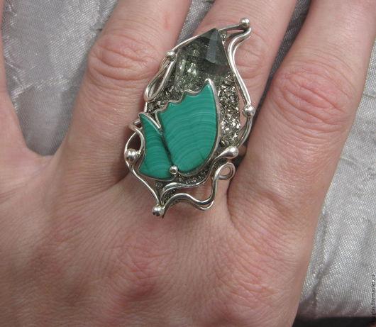 """Кольца ручной работы. Ярмарка Мастеров - ручная работа. Купить Кольцо """"Бабочка"""". Handmade. Комбинированный, малахит кабошон, кольцо"""