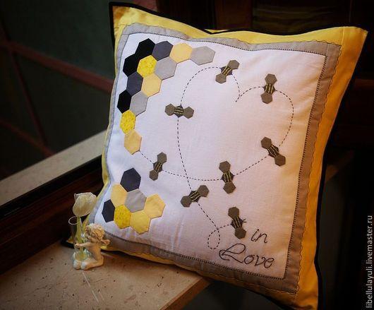 Текстиль, ковры ручной работы. Ярмарка Мастеров - ручная работа. Купить Bee in love - наволочка на подушку 45х45 см. Handmade.