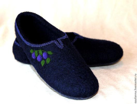 """Обувь ручной работы. Ярмарка Мастеров - ручная работа. Купить Тапочки """"Черничные"""". Handmade. Тёмно-синий, тапочки из шерсти"""
