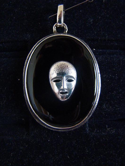 """Кулоны, подвески ручной работы. Ярмарка Мастеров - ручная работа. Купить Кулон """"Маска"""". Handmade. Серебро, черный агат, маска"""