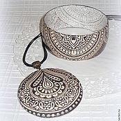 Коричневый с бежевым браслет кулон и серьги из дерева Корица & Кружево