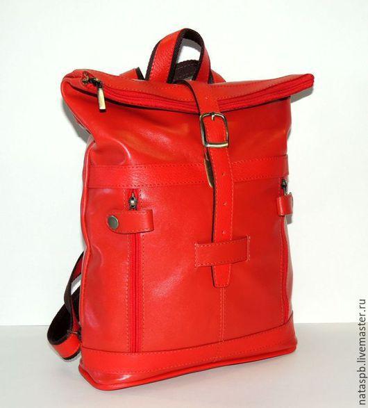 Яркий весенний рюкзачок сшит из  мягкой красной кожи. Рюкзак «Весна» - это максимум комфорта, при минимализме в конструкции.