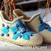 Обувь ручной работы handmade. Livemaster - original item Felt Slippers-chuni, embroidery three-dimensional smoothness, Gzhel, roses. Handmade.