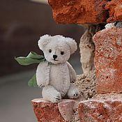 Куклы и игрушки ручной работы. Ярмарка Мастеров - ручная работа Авторский миниатюрный мишка Лиам. Handmade.