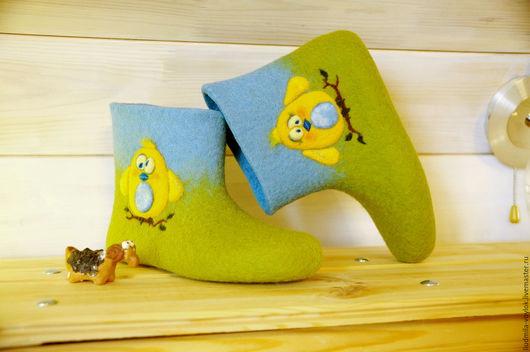 """Обувь ручной работы. Ярмарка Мастеров - ручная работа. Купить Валяные чуни """"Позитивчики"""". Handmade. Салатовый, тапочки из шерсти"""