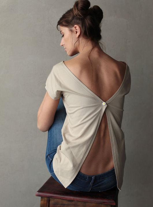 Летние футболки Wings - изящные и женственные, с приоткрытой спиной. Они пошиты из мягкого трикотажа и отлично сочетаются с джинсами и юбками.