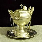 серебряная сахарница на тарелочке и 6 кофейных ложечек