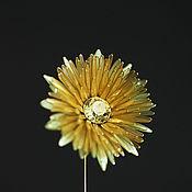 Брошь-булавка ручной работы. Ярмарка Мастеров - ручная работа Броши: Желтый золотой цветок мать-и-мачехи. Handmade.