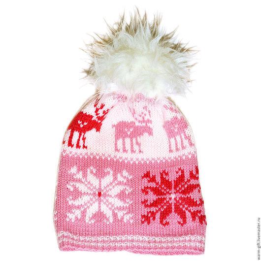 "Шапка с помпоном ""Розовые олени над белыми звездами"" (05-36) Hat with pompon ""Pink deer over White stars"" (05-36) Длинна (до помпона) 27 см, 1 шт. Цена 2800 руб. (36 EUR)"