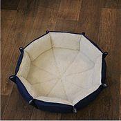 Лежанки ручной работы. Ярмарка Мастеров - ручная работа Лежанки: Лежак для собак и кошек из овечьей шерсти. Handmade.