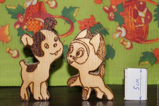 `Котёнок и щенок` парная композиция. Имеются другие образцы игрушек: львёнок и черепаха, белочка, крокодил и т.д.
