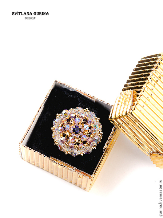 Брошь  Кристаллы Swarovski Золотой и Фиолетовый