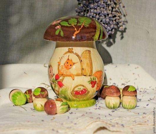 Шкатулка деревянная - гриб с 10 грибочками для счета. Сюжет- веселый день рождения малышки-белки в лесу. Подарок для эстетики и пользы.