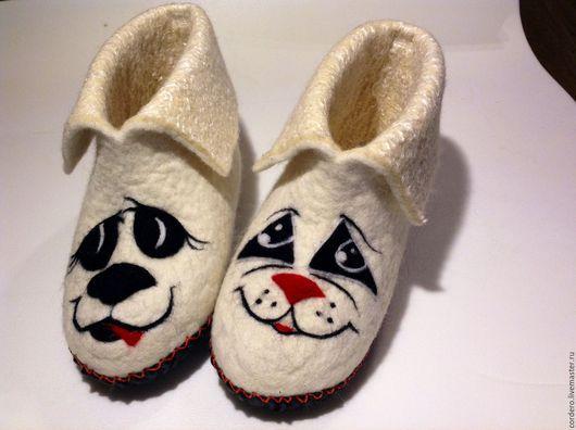 Обувь ручной работы.Чуни валяные Кот и Пес купить. Валяные тапочки. Тапочки валяные купить. Тапочки шерстяные домашние. Ярмарка мастеров. Handmade. Cordero.