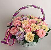 Цветы и флористика ручной работы. Ярмарка Мастеров - ручная работа Корзина из роз с конфетами. Handmade.