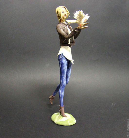 Портретные куклы ручной работы. Ярмарка Мастеров - ручная работа. Купить Девушка с голубями. Handmade. Коричневый, шарж, девушке