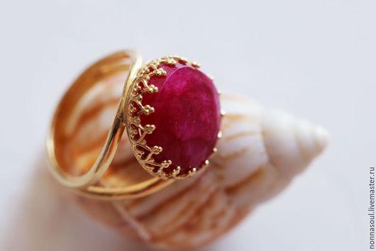 Кольца ручной работы. Ярмарка Мастеров - ручная работа. Купить Позолоченное круглое кольцо с натуральным рубином. Handmade. Фуксия, рубиновый