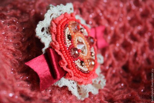 """Броши ручной работы. Ярмарка Мастеров - ручная работа. Купить Брошь-заколка """"Винтажная роза"""". Handmade. Коралловый, Вышивка бисером"""