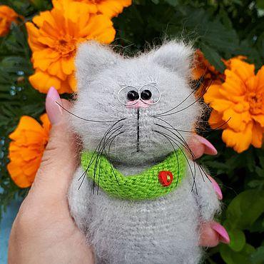 Миниатюрные игрушки: вязаный котик
