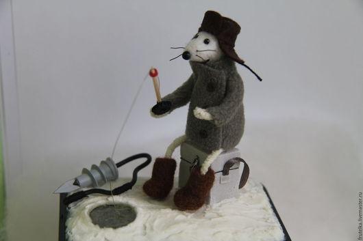 Персональные подарки ручной работы. Ярмарка Мастеров - ручная работа. Купить Ловись рыбка...мышонок-рыбак (декор коробки для чая, подарок мужчине). Handmade.