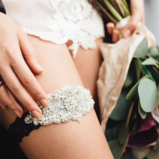 """Одежда и аксессуары ручной работы. Ярмарка Мастеров - ручная работа. Купить Свадебная подвязка """"Мечта невесты"""" на чёрном кружеве. Handmade."""