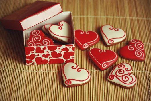 Кулинарные сувениры ручной работы. Ярмарка Мастеров - ручная работа. Купить Пряничные сердечки в коробочке. Handmade. Ярко-красный, сердца