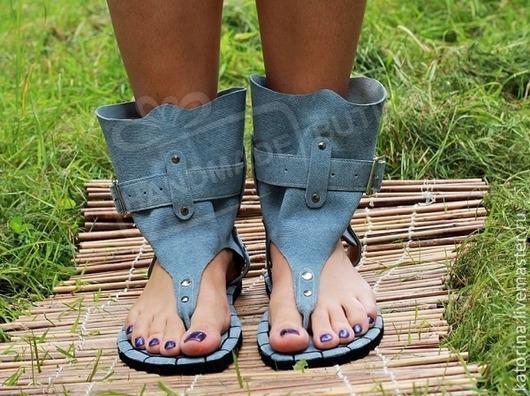 Сандалии джинсовая замша высокие через палец