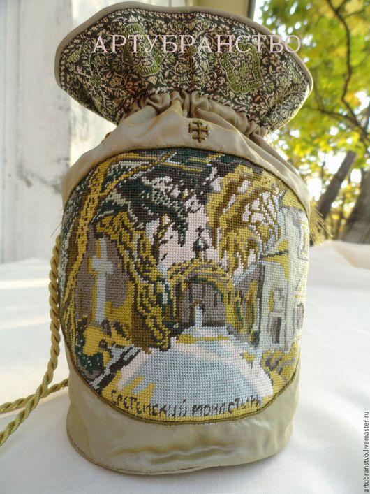 Сумочка-дароносица с видом московского Сретенского монастыря