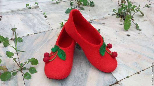 Обувь ручной работы. Ярмарка Мастеров - ручная работа. Купить Валяные домашние тапочки. Handmade. Ярко-красный, для дома