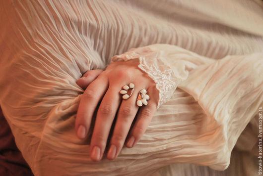 Кольца ручной работы. Ярмарка Мастеров - ручная работа. Купить Открытое кольцо Ромашка. Handmade. Белый, цветочек, медное кольцо