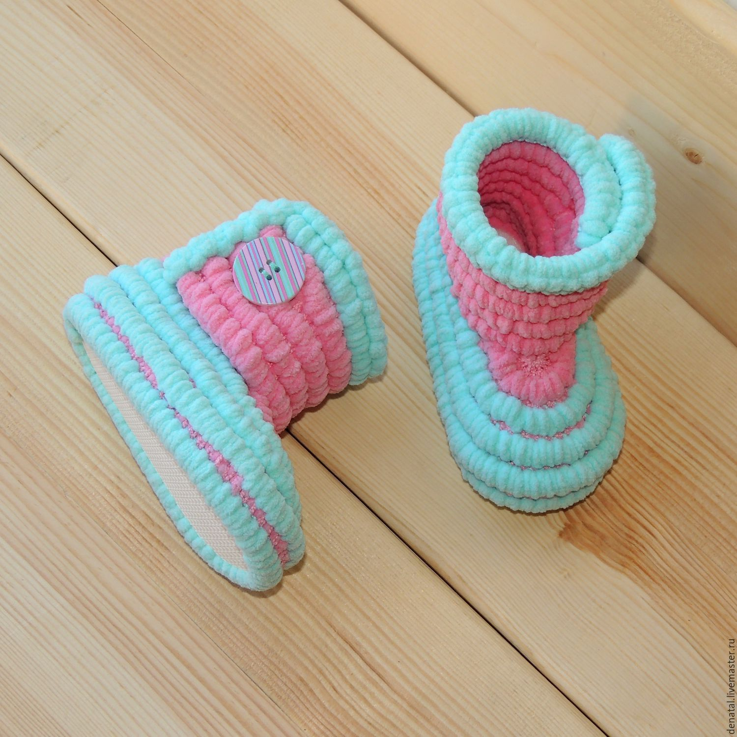 Shop Dental is knitted shoes handmade - plush booties boots for girls. Color booties pink with light turquoise. Booties knitted on the sole evaplast. Author Natalia Derin