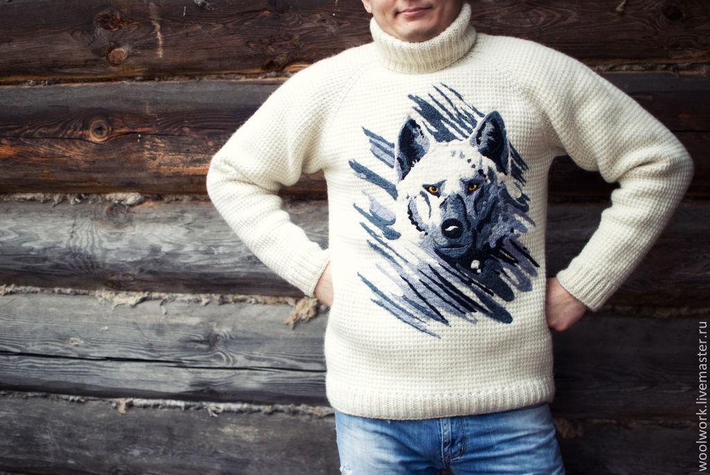 Вяжет свитер волку