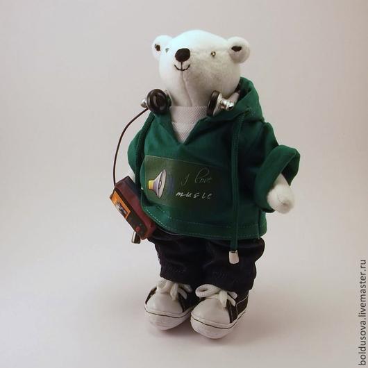 игрушка белый медвежонок, белый медвежонок картинки, что подарить любителю музыки, выбрать подарок на день рождения