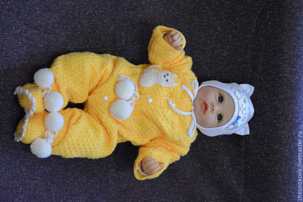 Вязаный комбинезон для новорожденного
