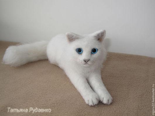Игрушки животные, ручной работы. Ярмарка Мастеров - ручная работа. Купить Ангорская кошка. Пушинка. Handmade. Белый, кот