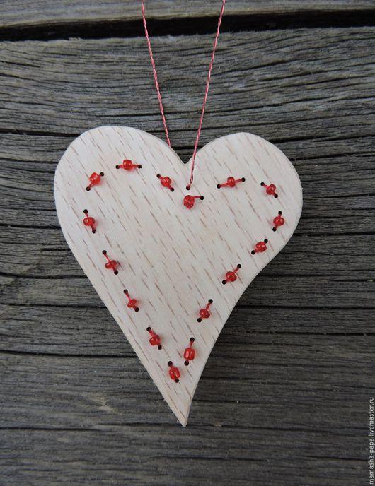 Подарки для влюбленных ручной работы. Ярмарка Мастеров - ручная работа. Купить Деревянная подвеска - Бисерная. Handmade. Ярко-красный