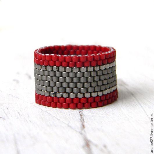Кольца ручной работы. Ярмарка Мастеров - ручная работа. Купить Бордовое с серым кольцо из бисера - стильное  кольцо на каждый день. Handmade.